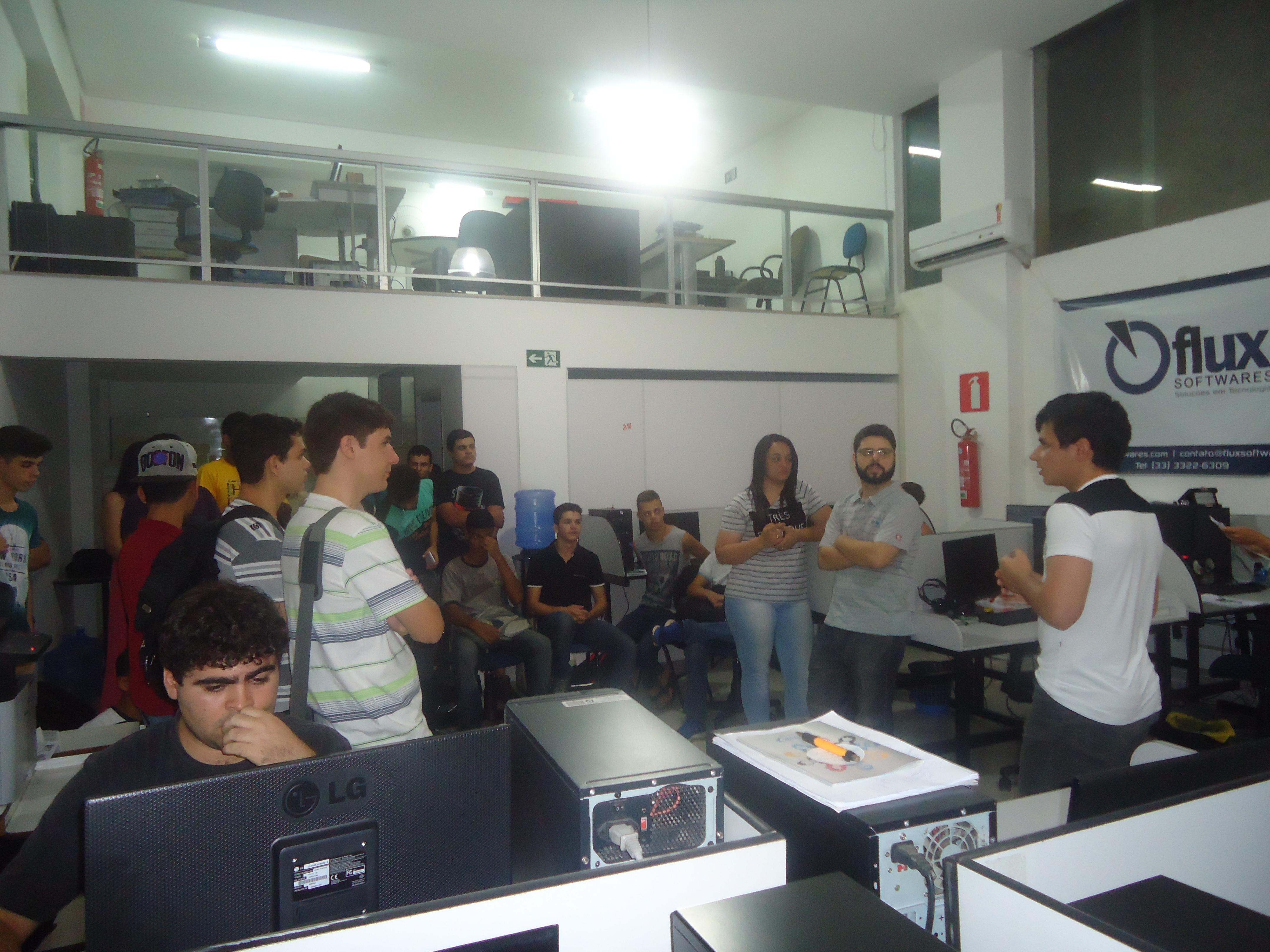 Alunos visitam a Flux Softwares em Caratinga