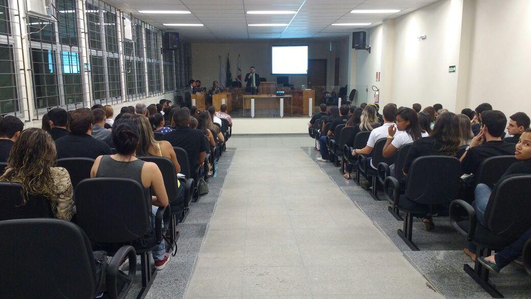 Alunos do curso de Direito do Campus de Leopoldina participam de palestra sobre profissões jurídicas