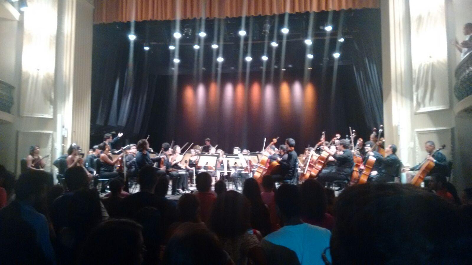 Alunos de Direito de Vitória visitam o Teatro Carlos Gomes