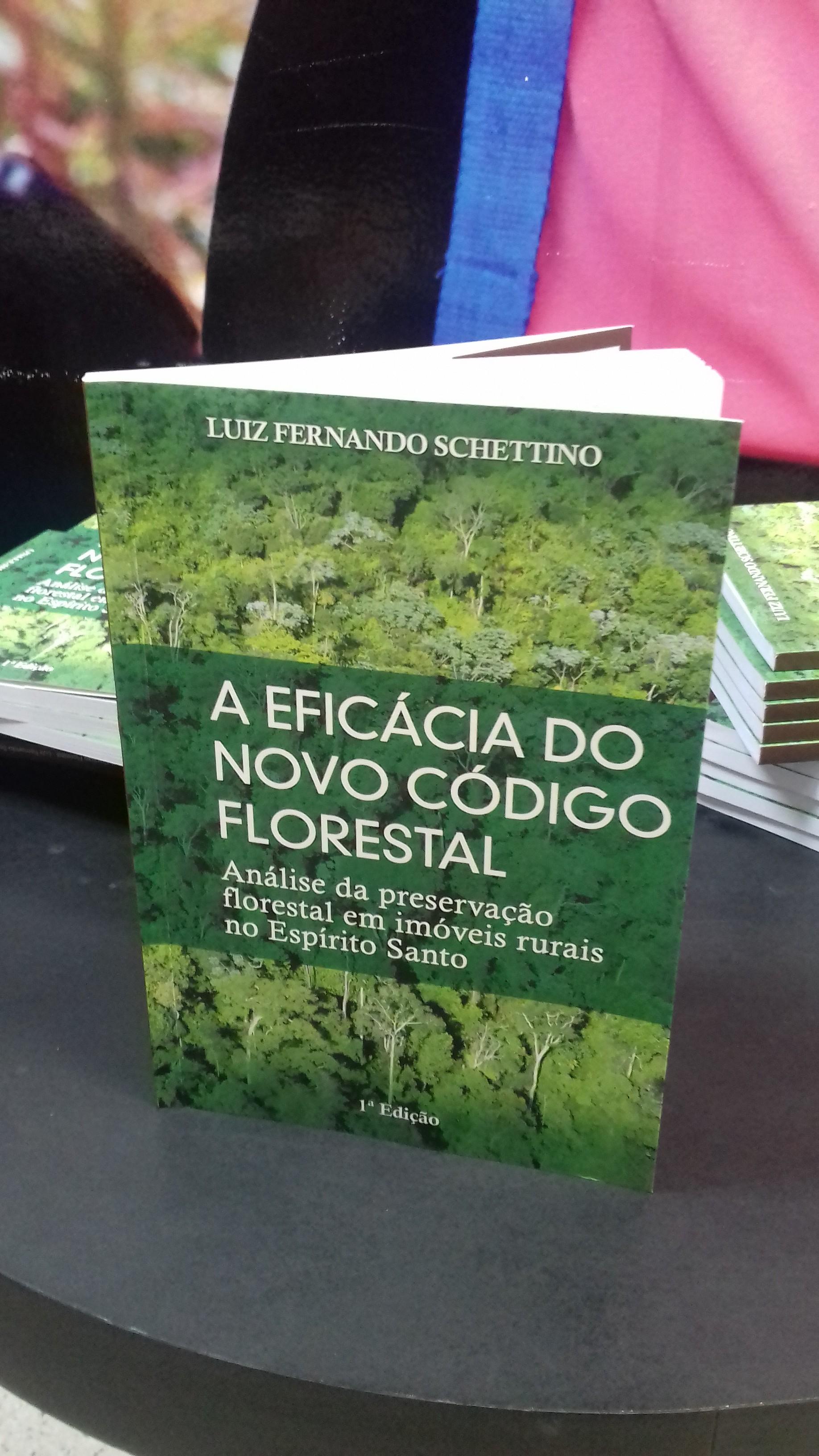Egresso de Direito da Doctum Vitória lança livro sobre o Novo Código Florestal