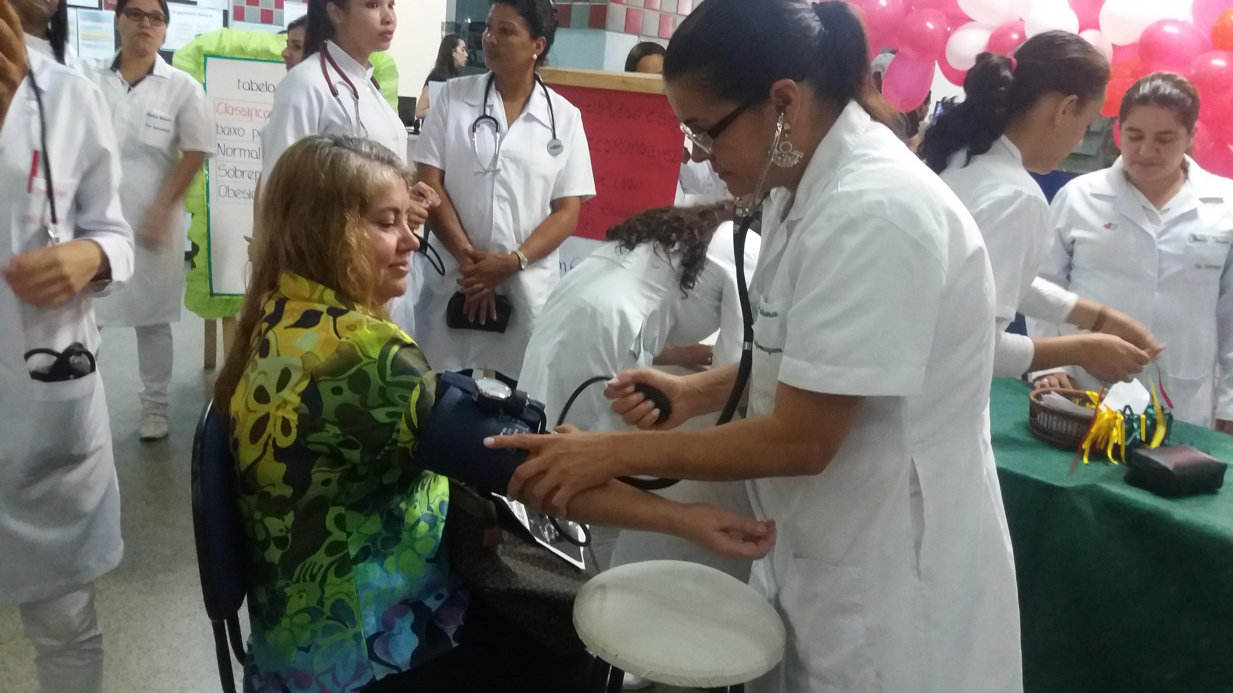 Alunos do curso Técnico de Enfermagem do Colégio Caratinga realizam evento com foco na saúde