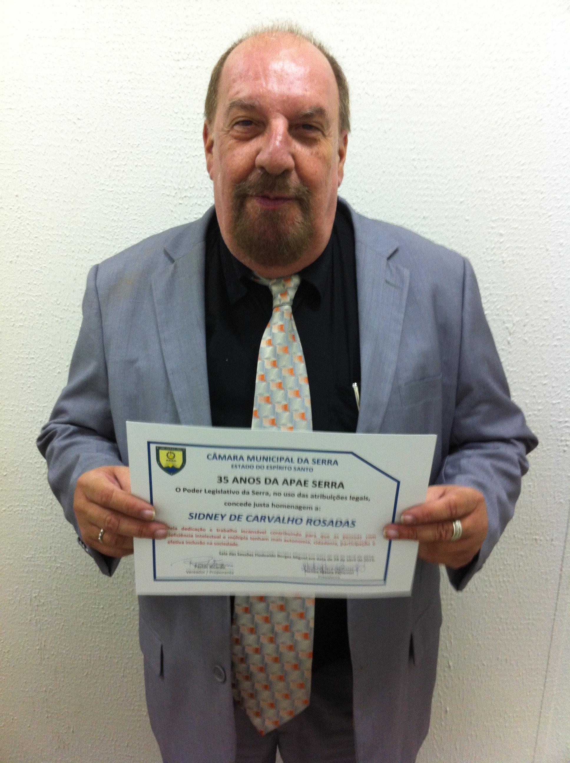 Professor da Doctum Serra é homenageado pelo trabalho feito com a APAE do município