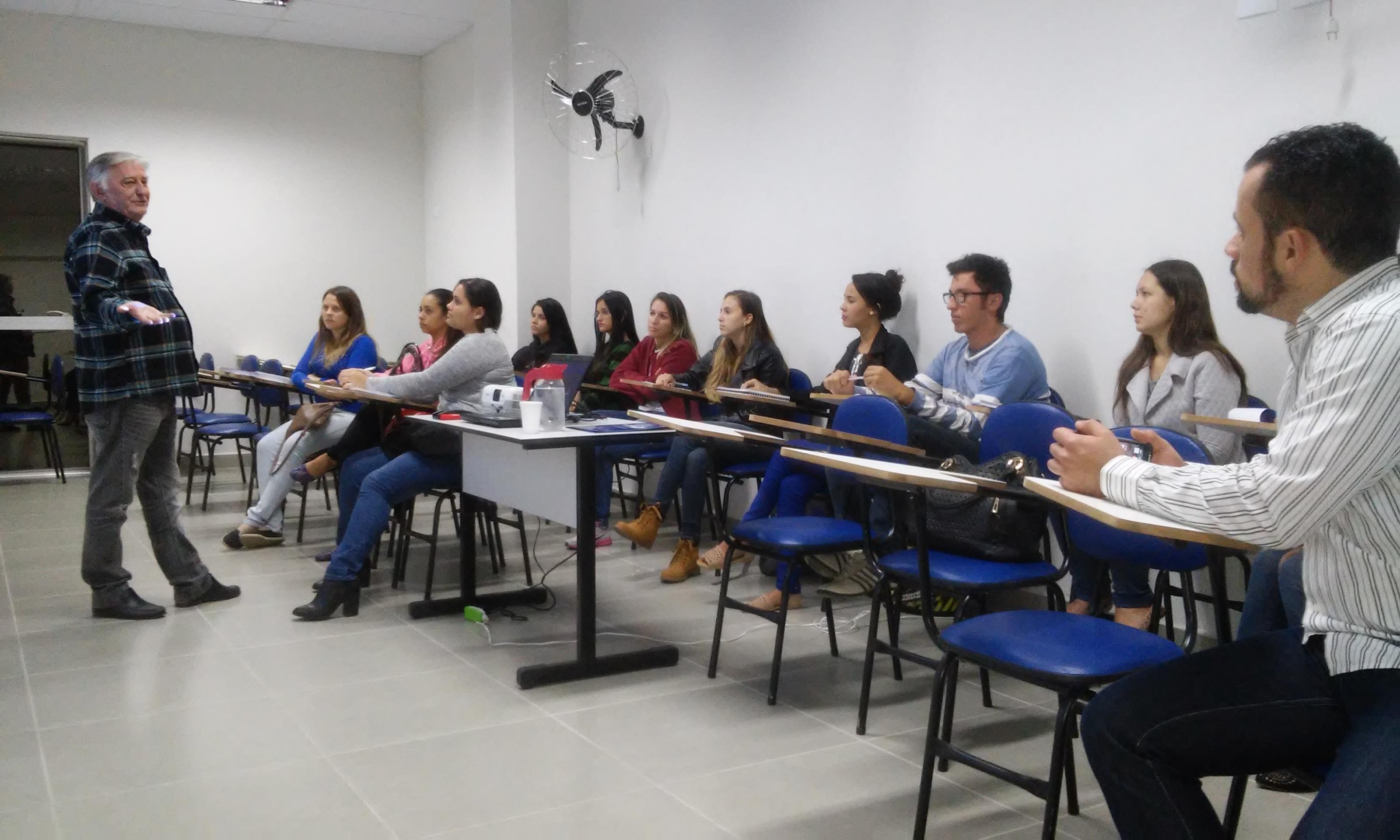 Presidente do Sindicato de Contabilistas de JF palestra para alunos de Ciências Contábeis