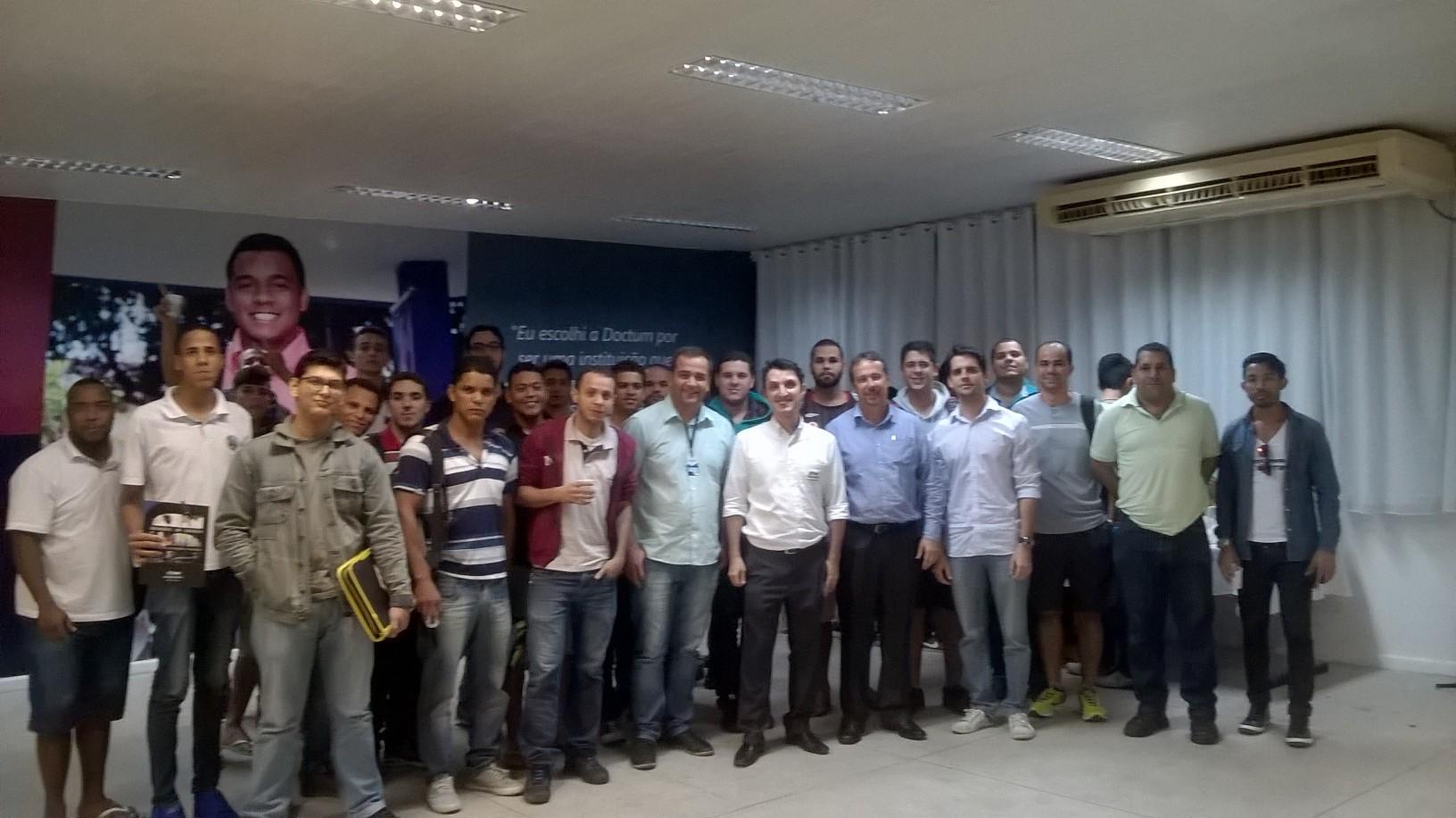 Alunos das Engenharias de Produção e Elétrica de Vitória participam de palestra sobre Fabricação de Geradores de Energia