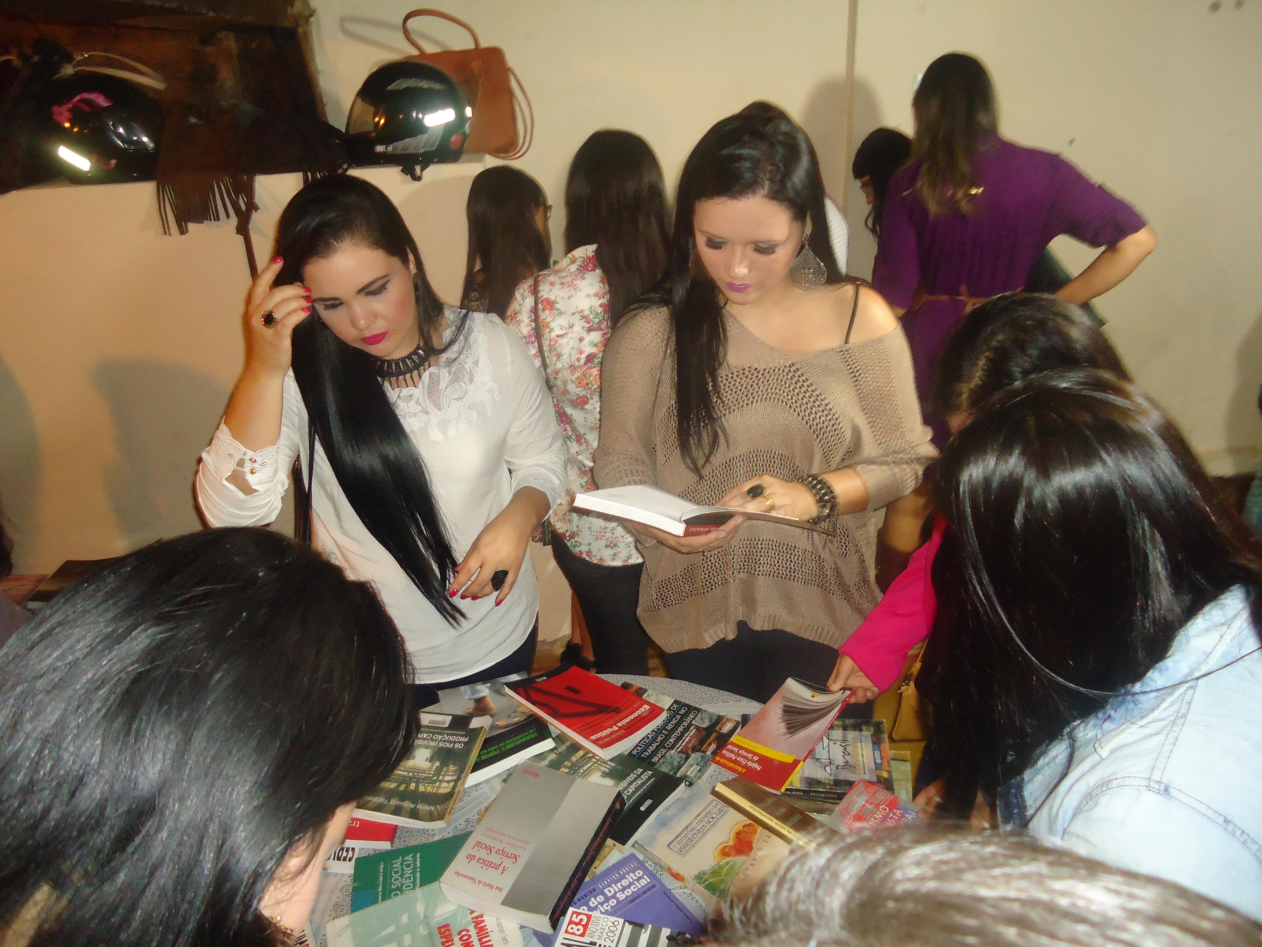 """""""Chá com livros"""" marca evento do Curso de Serviço Social"""