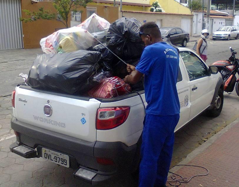 Alunos da Doctum Vitória fazem doação de material reciclável