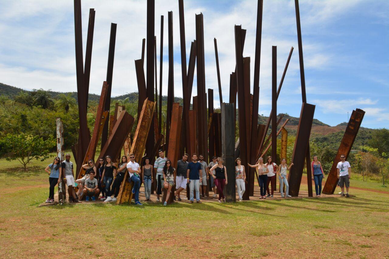 Estudantes de Arquitetura conhecem as galerias de arte e espécies botânicas do Instituito Inhotim