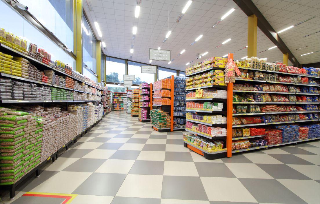 Alunos do Colégio Doctum Leopoldina participam de visita técnica à Supermercado