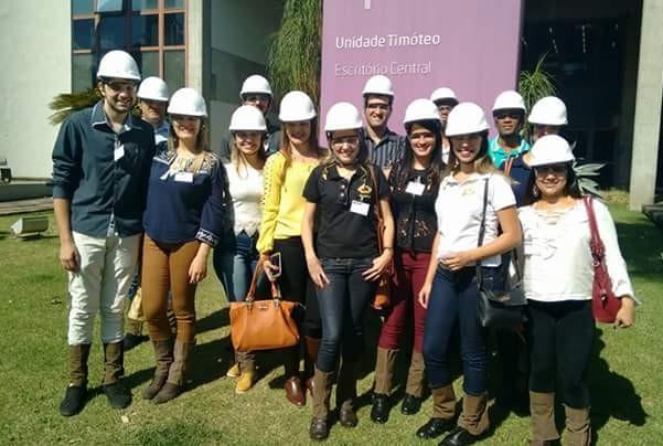 Alunos de Administração e Ciências Contábeis da FIC realizam visitas in loco na Aperam South América e Irmão Supermercados