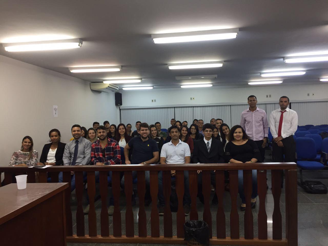 Alunos de Direito acompanham julgamento no Plenário do Júri da Comarca de Serra
