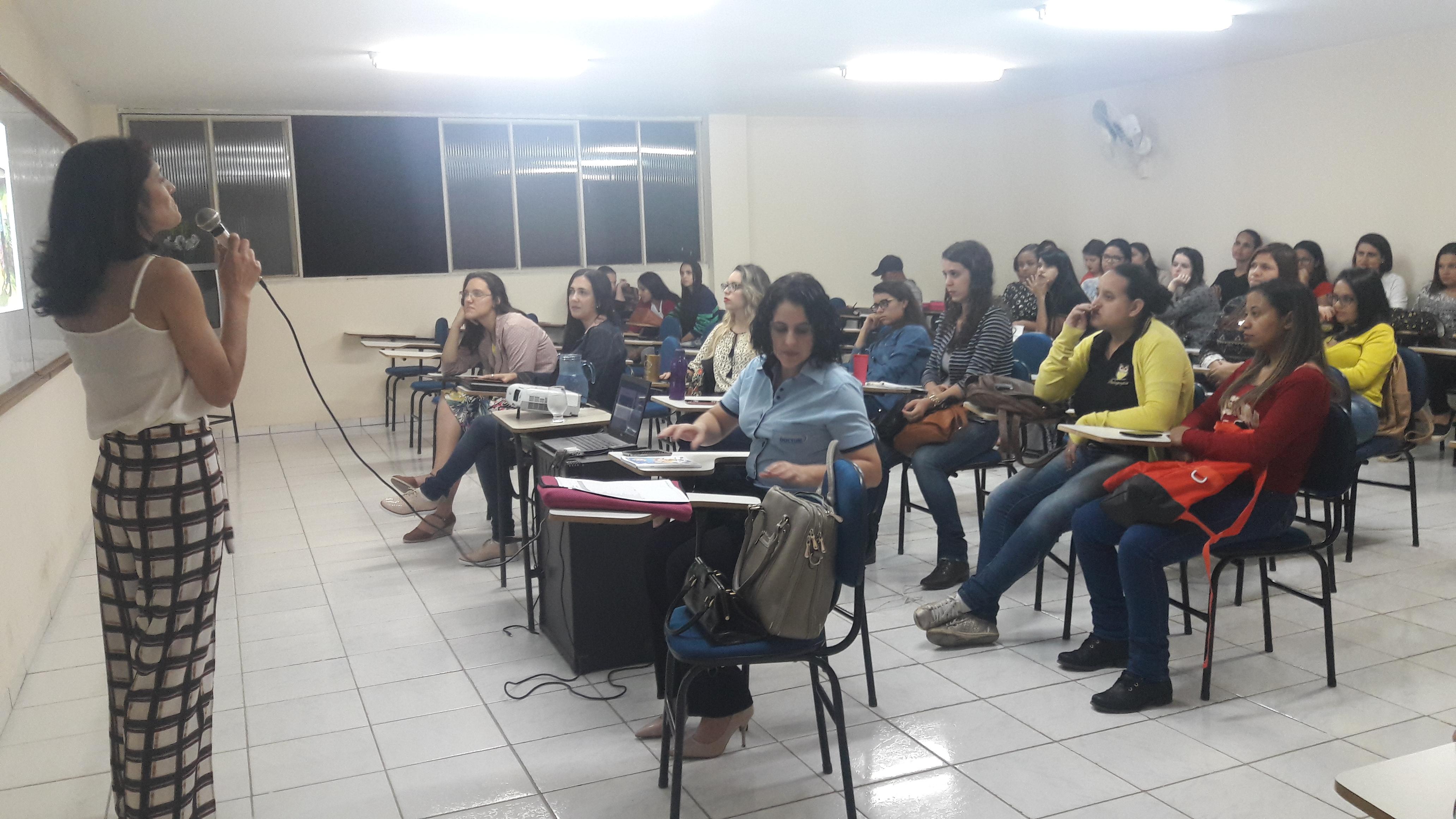 Palestra motivacional reúne alunos do curso de Pedagogia da Doctum Iúna