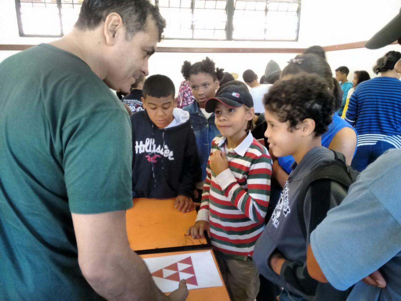 Alunos e professores do curso de Matemática, Campus Ipatinga, participam de projeto em escola de Antônio Dias