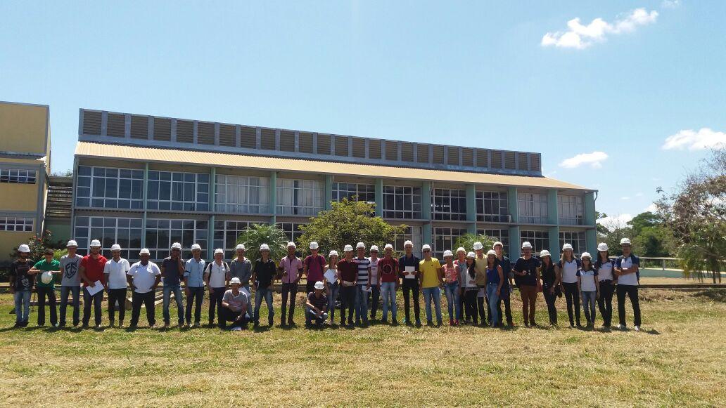 Acadêmicos de Engenharia Civil da FIC visitam Campus Piau