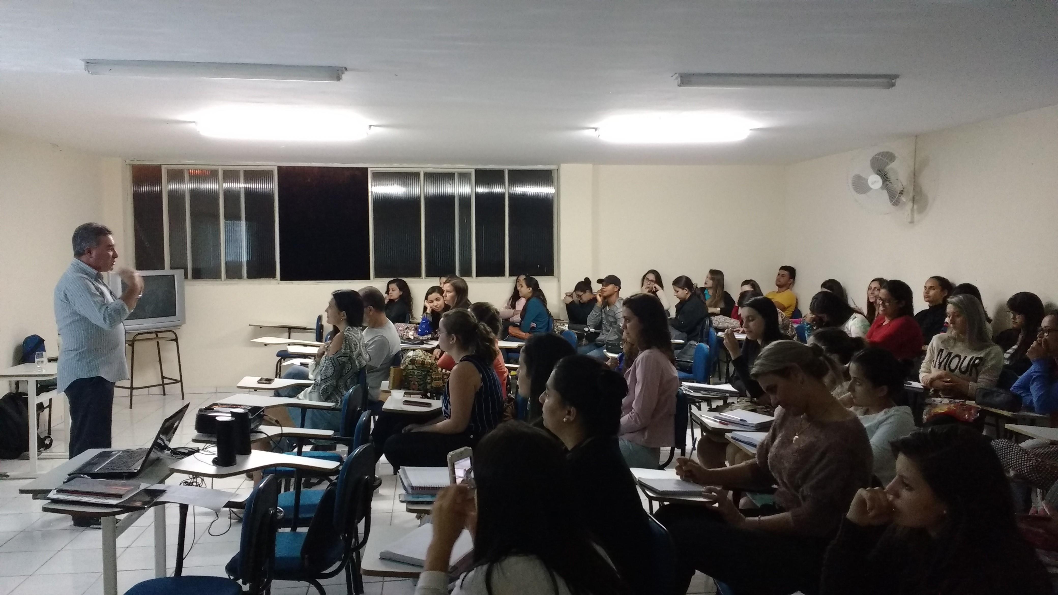 Palestra sobre educação do campo é realizada na Doctum Iúna