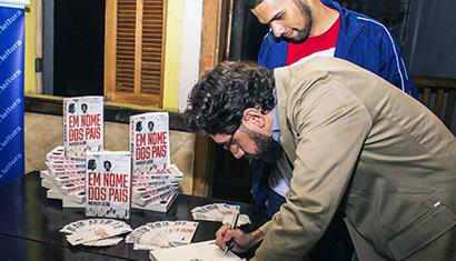 """Casarão das Artes, em Caratinga, recebe o lançamento do livro de Matheus Leitão: """"Em Nome dos Pais"""""""