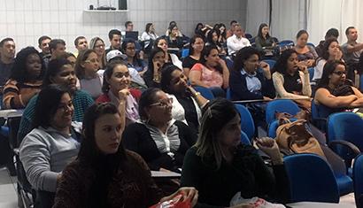 Alunos do curso de Administração da Unidade de Vila Velha participam de palestra sobre Neuromarketing