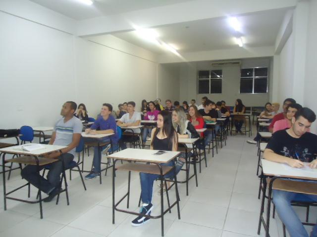 Estudantes do Ensino Médio assistem aula de Direito na Doctum Leopoldina