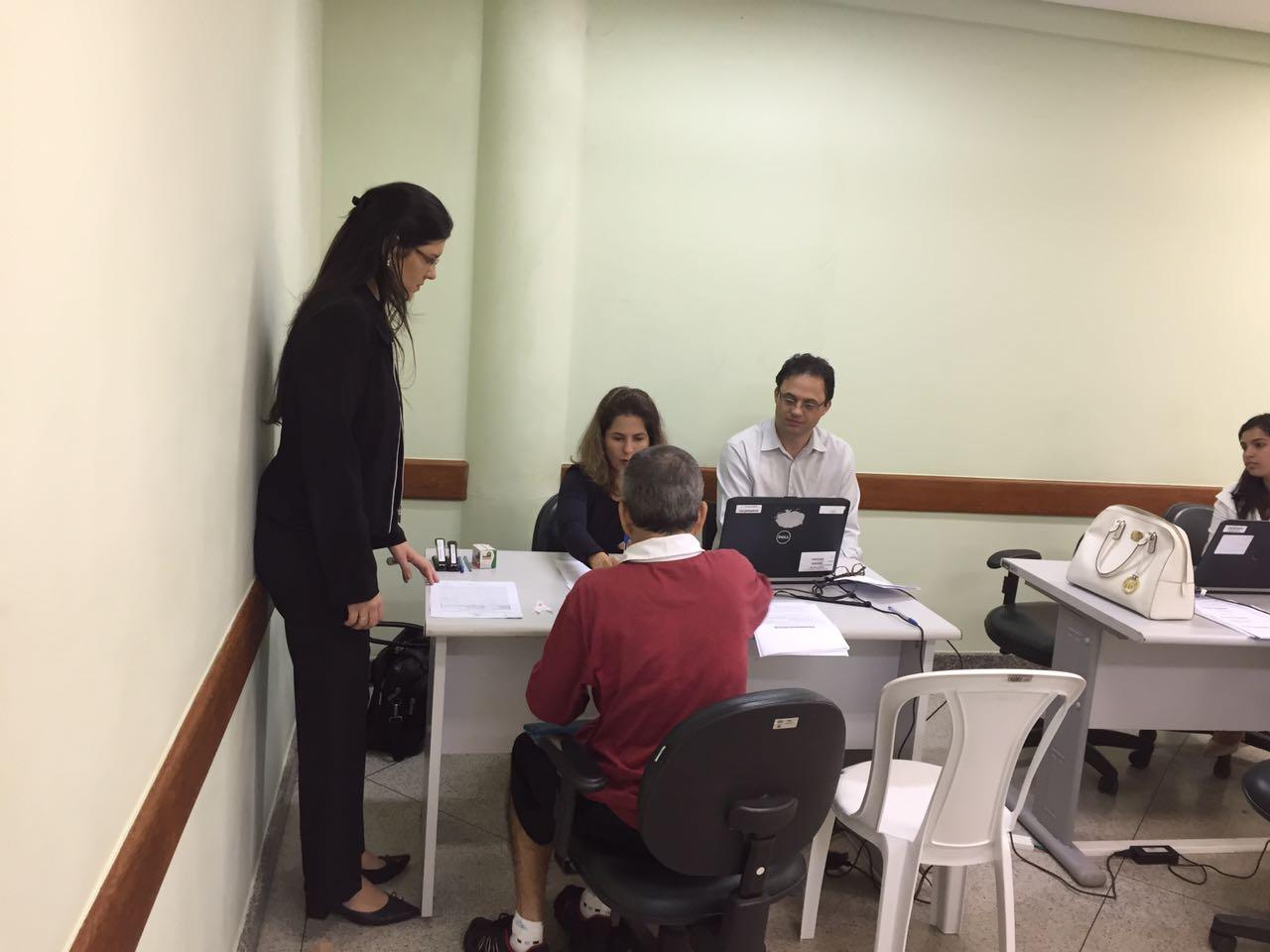 Em Vitória, estudantes de Direito aprendem na prática sobre conciliação de dívidas