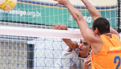 Ex-aluno da Doctum é destaque internacional no vôlei de praia