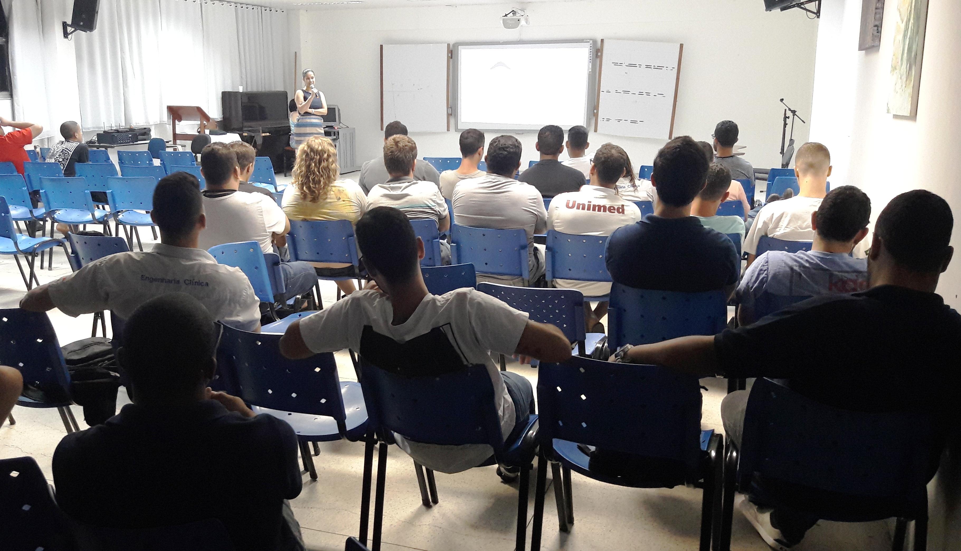 Outubro Rosa foi tema de palestra para alunos de Engenharia