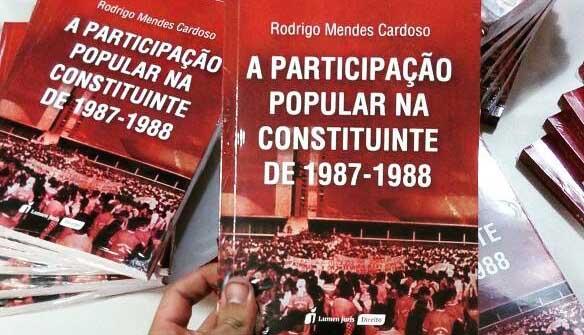 Reitor da Doctum lança livro sobre a participação popular na democracia brasileira