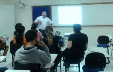 Alunos do curso de Administração participam de palestra motivacional