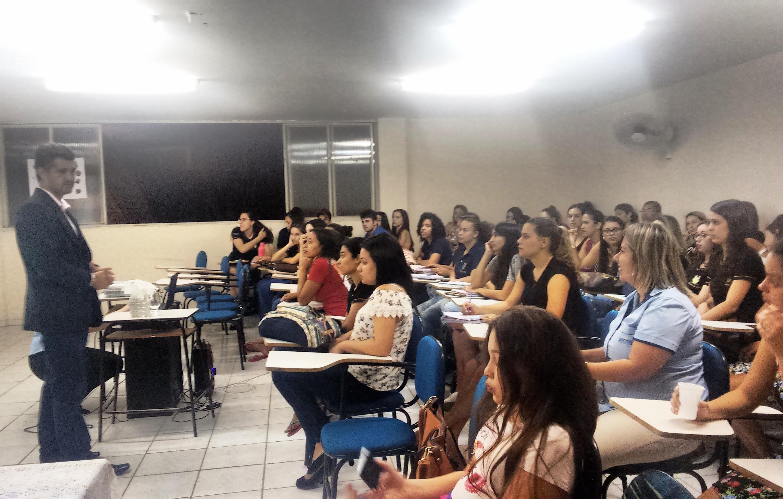 Turma de pedagogia de Iúna participa de palestra motivacional
