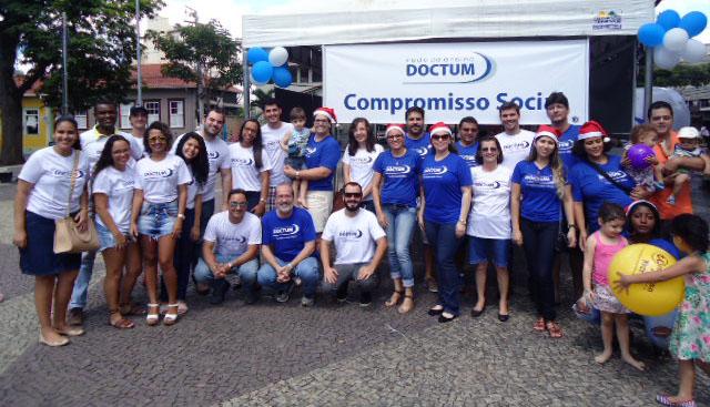 89c5834be 20/12/2017 · Natal Solidário da Doctum movimenta o centro de Cataguases