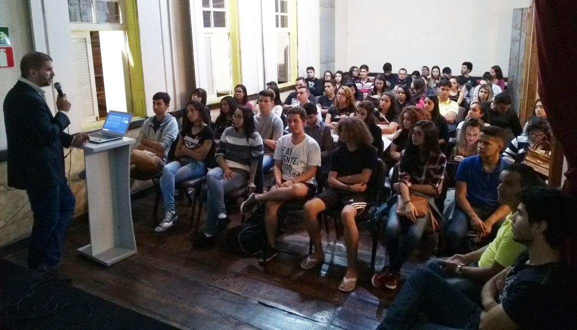 Caratinga integra o programa Parlamento Jovem de Minas com apoio e parceria da Doctum