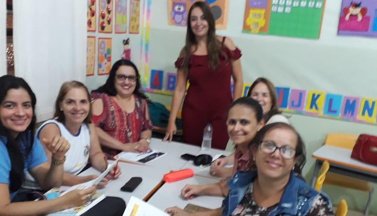 """Coordenadora de Caratinga realiza o """"Dia D da Educação"""" para escolas da Rede Municipal"""
