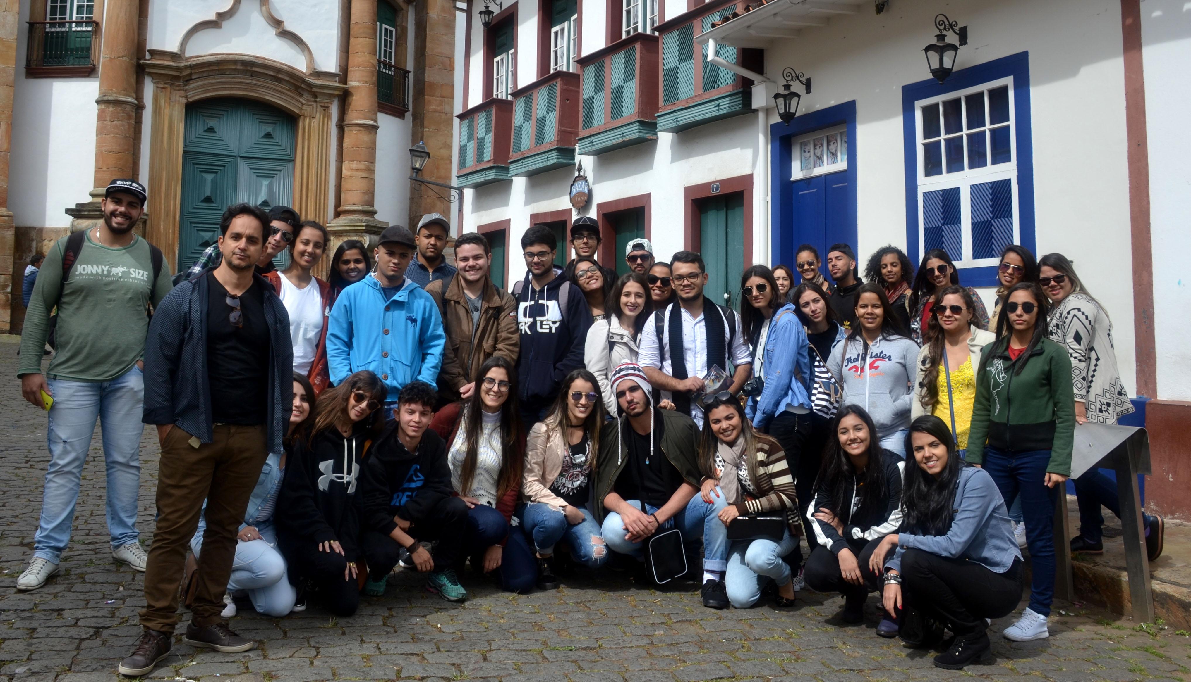 Turma de Arquitetura e Urbanismo da Doctum Caratinga visita a cidade histórica de Ouro Preto