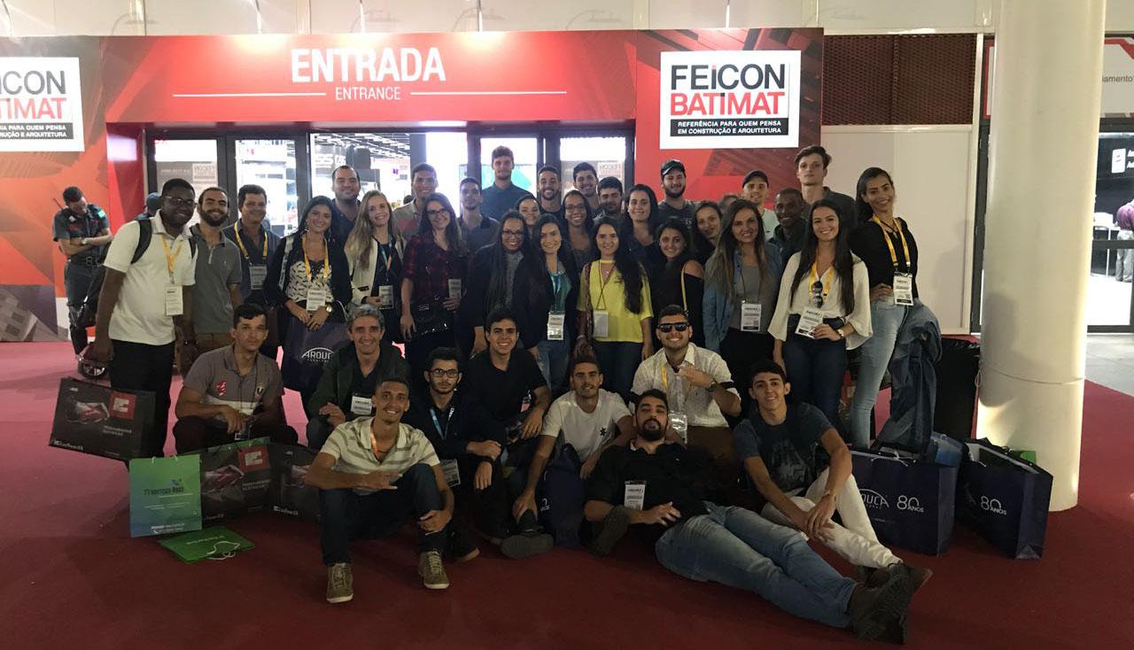 Alunos de Engenharia Civil da unidade Cataguases visitam em São Paulo evento de inovações ligadas ao setores da construção civil e arquitetura