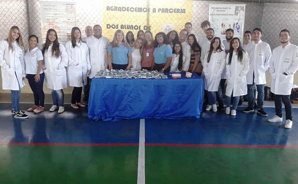 Turma de Odontologia promove orientação para crianças e adolescentes de associação de Serra