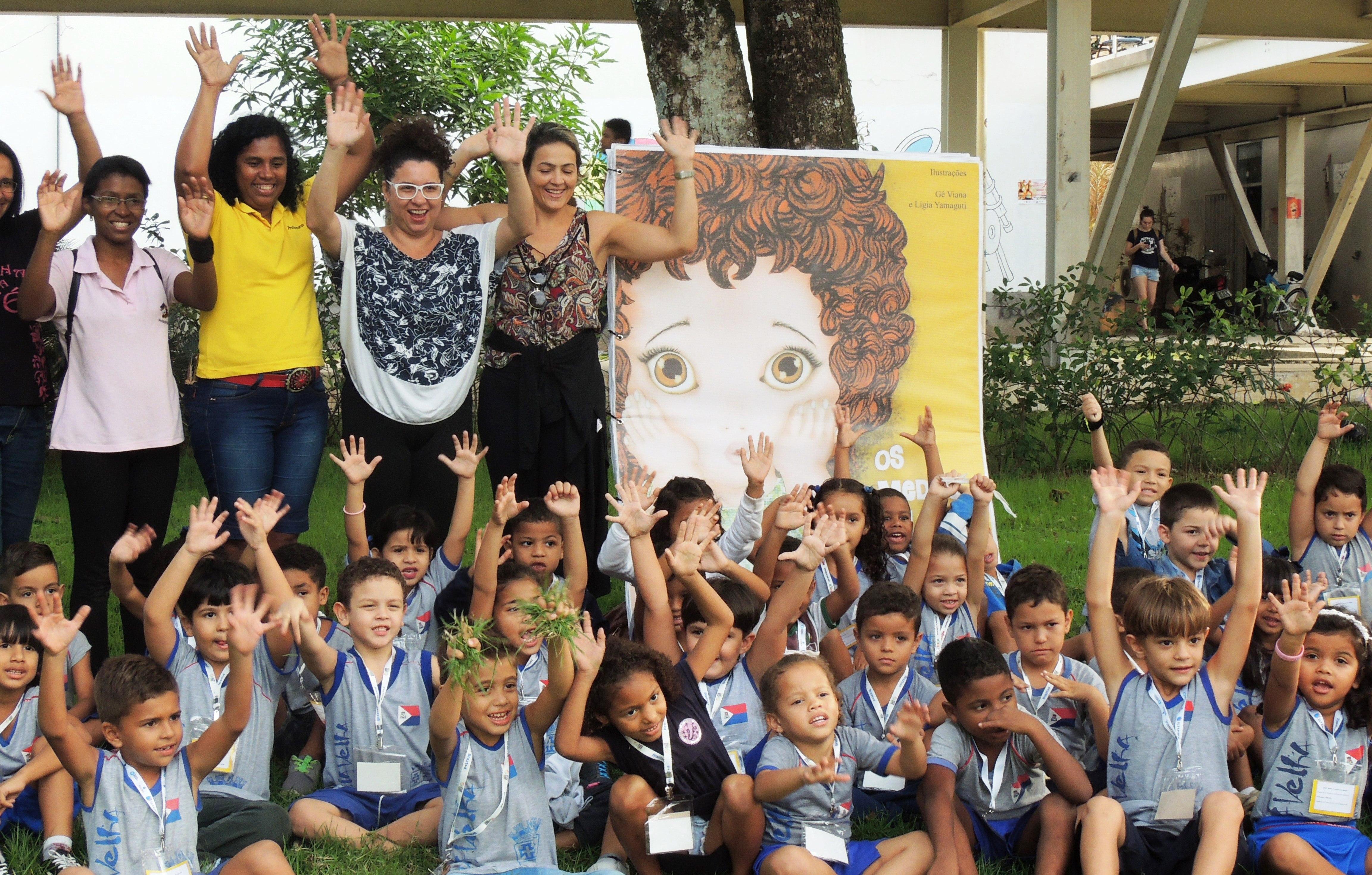 Projeto Livros Gigantes atrai mais de 2 mil estudantes na V Feira Literária Capixaba