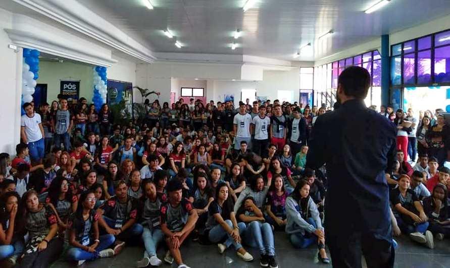 Feira de Profissões da unidade Guarapari recebeu 11 escolas da região