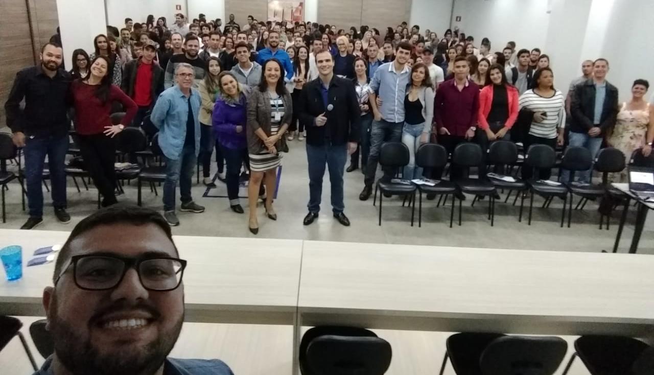 Doctum promove para a comunidade de Caratinga minicurso sobre técnicas de vendas e atendimento