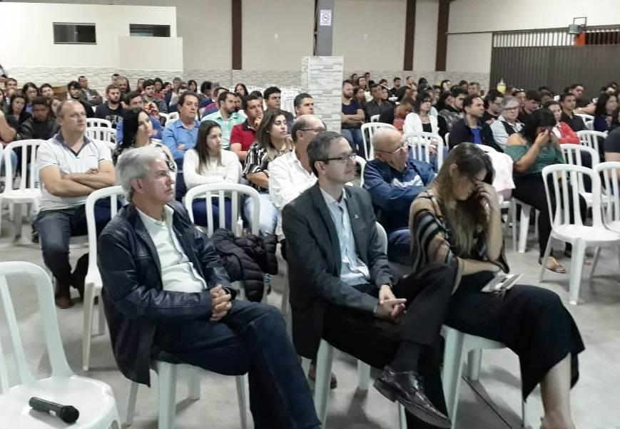 Alunos de Administração de Iúna participaram de evento do Sicoob
