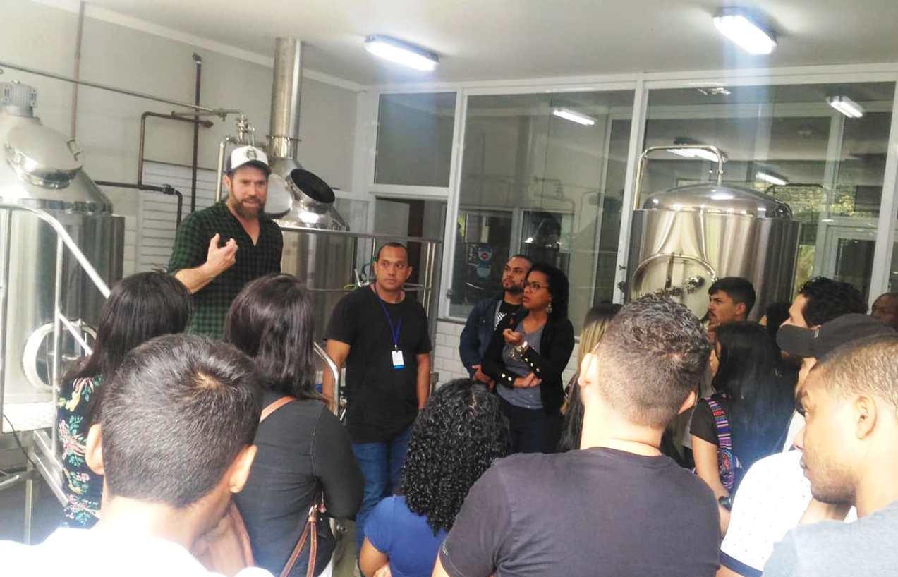 Visita técnica promove a integração de alunos de Engenharia de Vitória e Serra