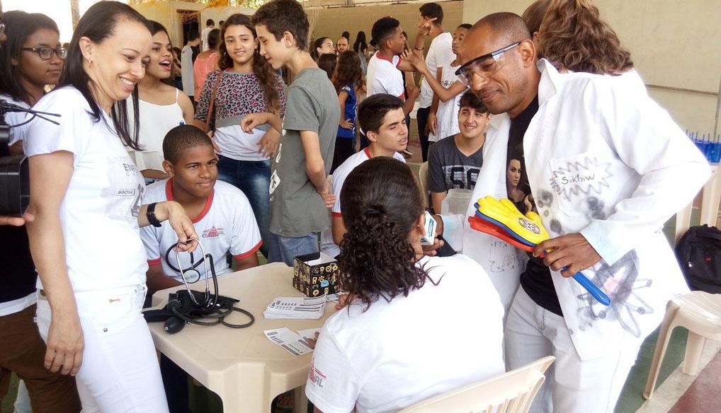 Doctum Caratinga marca presença em feiras escolares de ciências