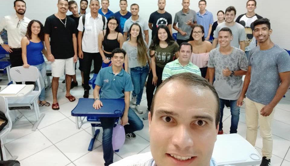 Em Caratinga, curso de Administração promove dinâmica criativa com alunos do 1° período