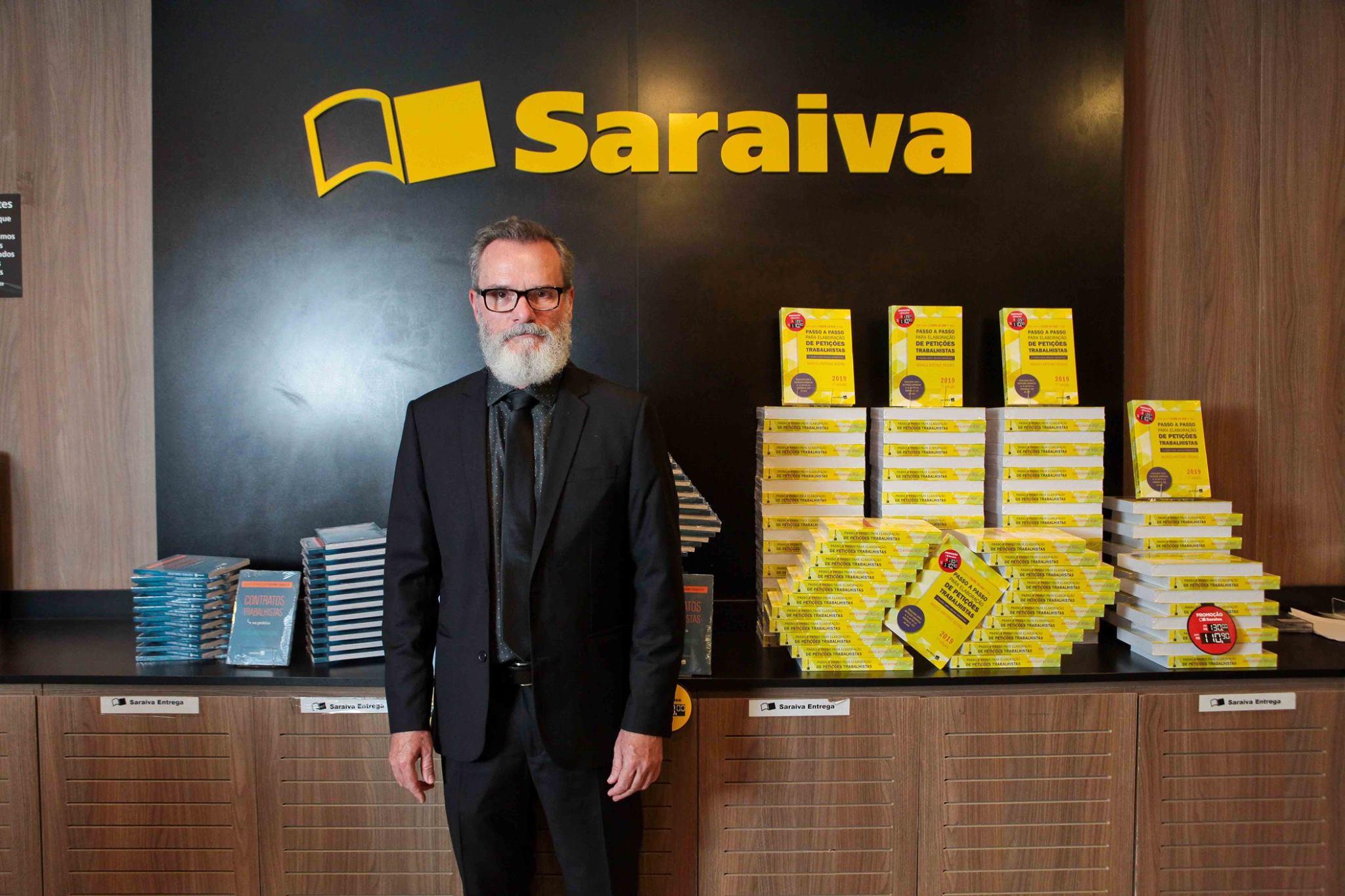 Coordenador do curso de Direito lança dois livros em Vila Velha