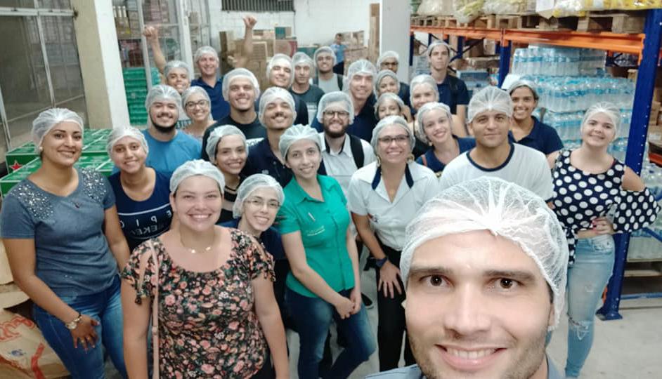 Alunos de Administração da Doctum Caratinga realizam visita técnica em supermercado da cidade