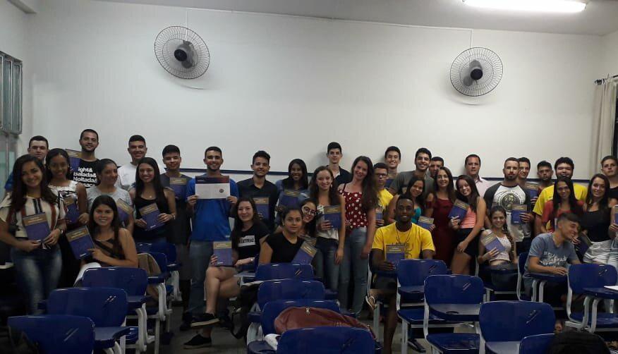 Em Caratinga, alunos de Ciências Contábeis da Doctum recebem Cartilha do CRCMG