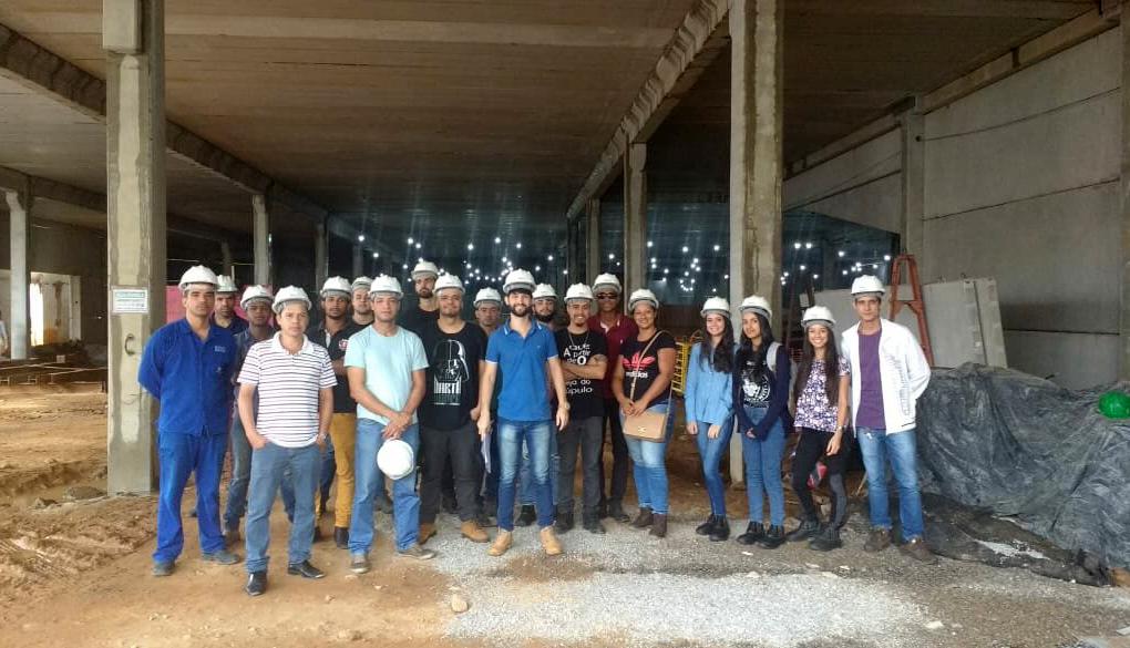 Obra de construção de novo supermercado é local de visita técnica em Caratinga