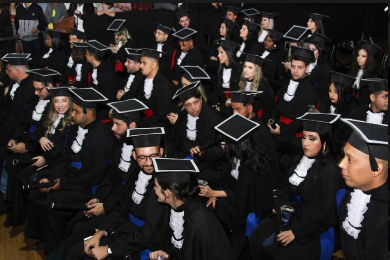 Mais de cem formandos da Doctum Juiz de Fora recebem certificado