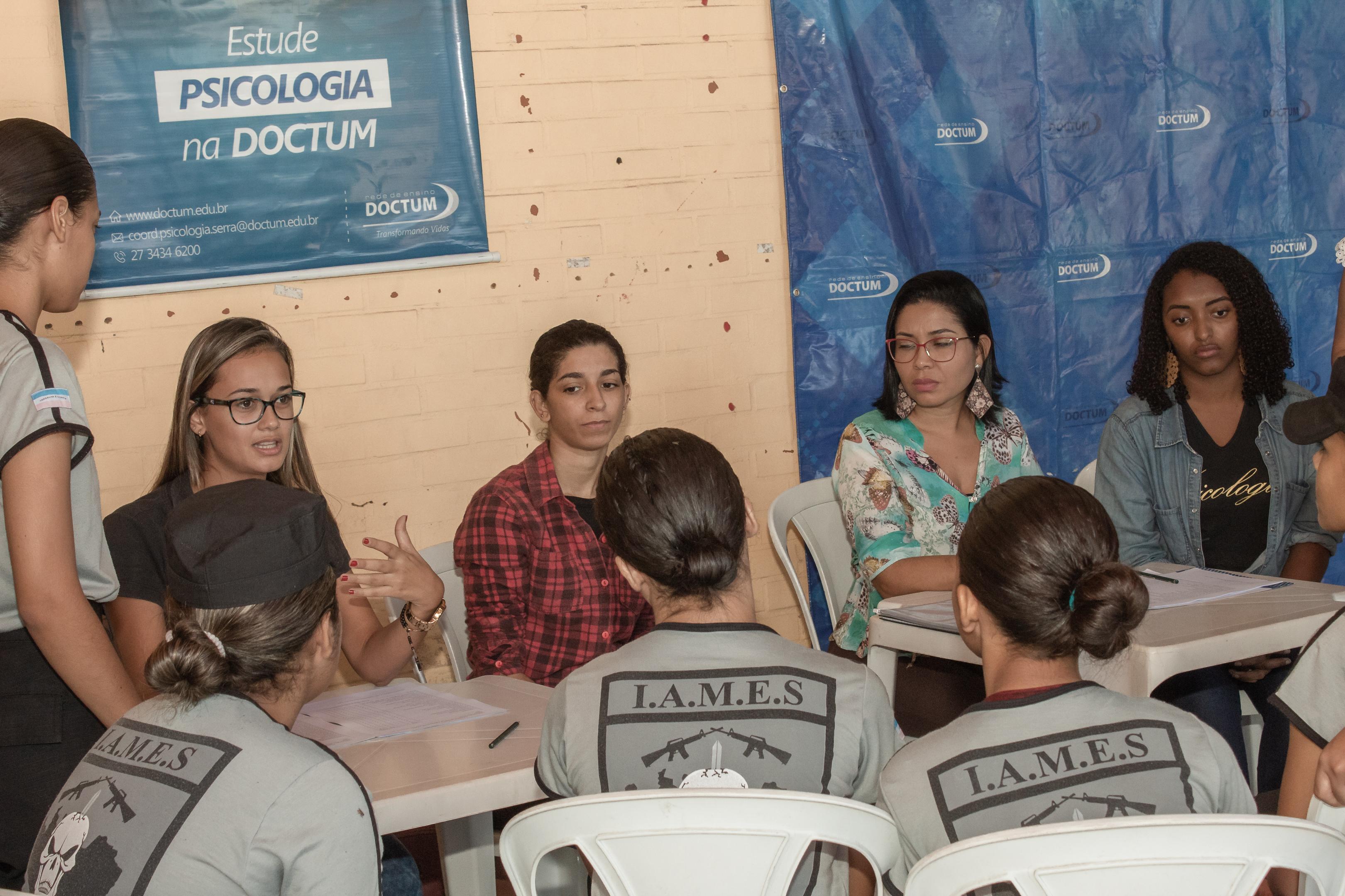 Acadêmicos da Doctum participam de ação social em Serra