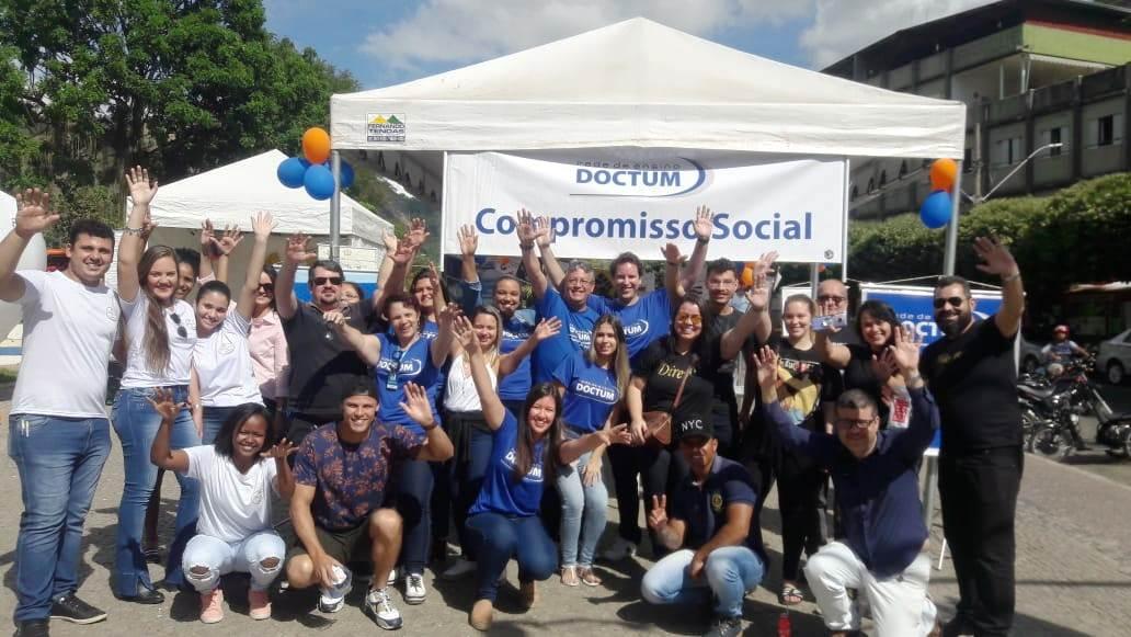 Doctum Leopoldina leva pesquisa e serviços até praça da cidade