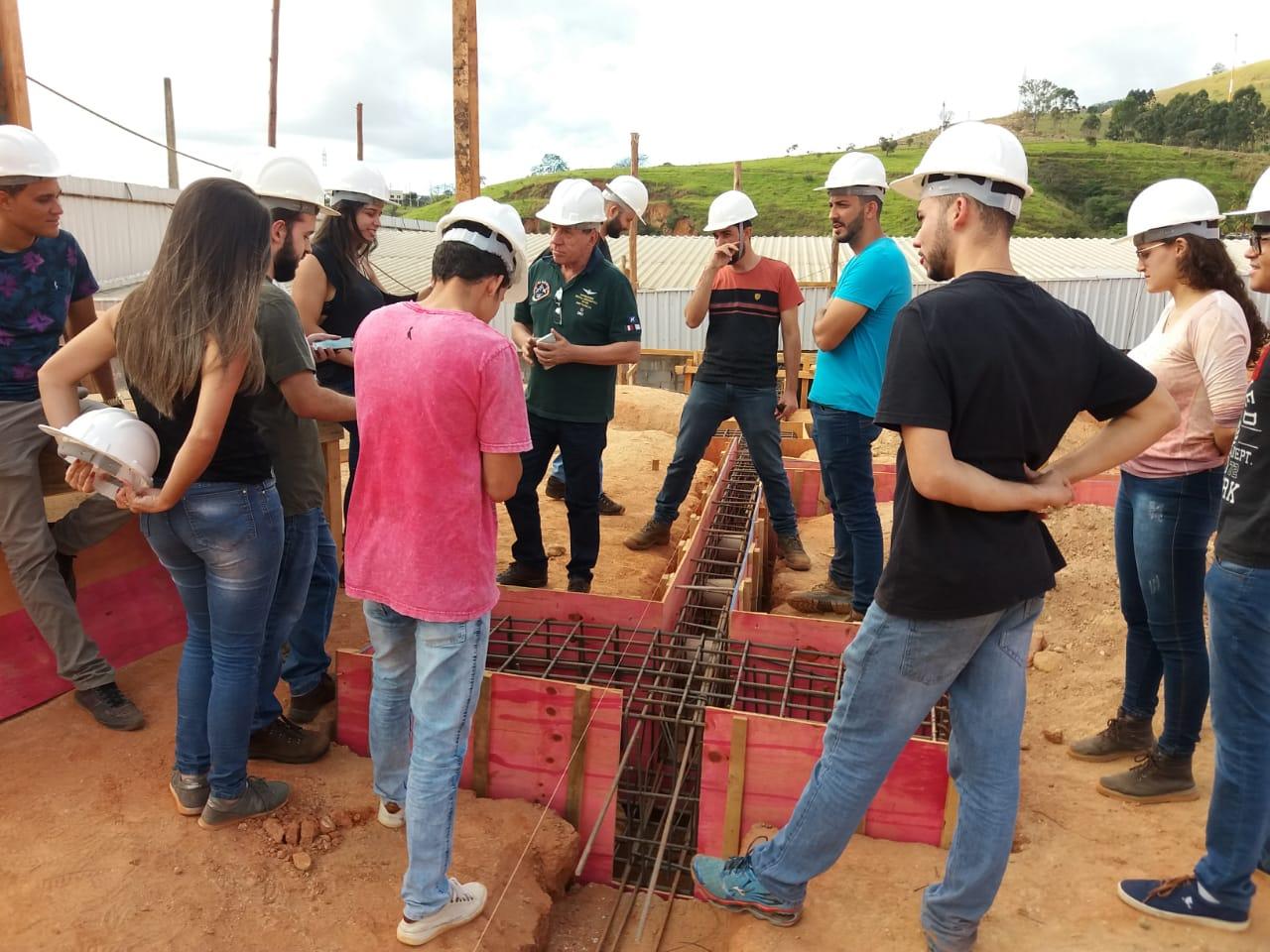 Alunos da Engenharia Civil vão a campo conhecer estrutura de grande porte