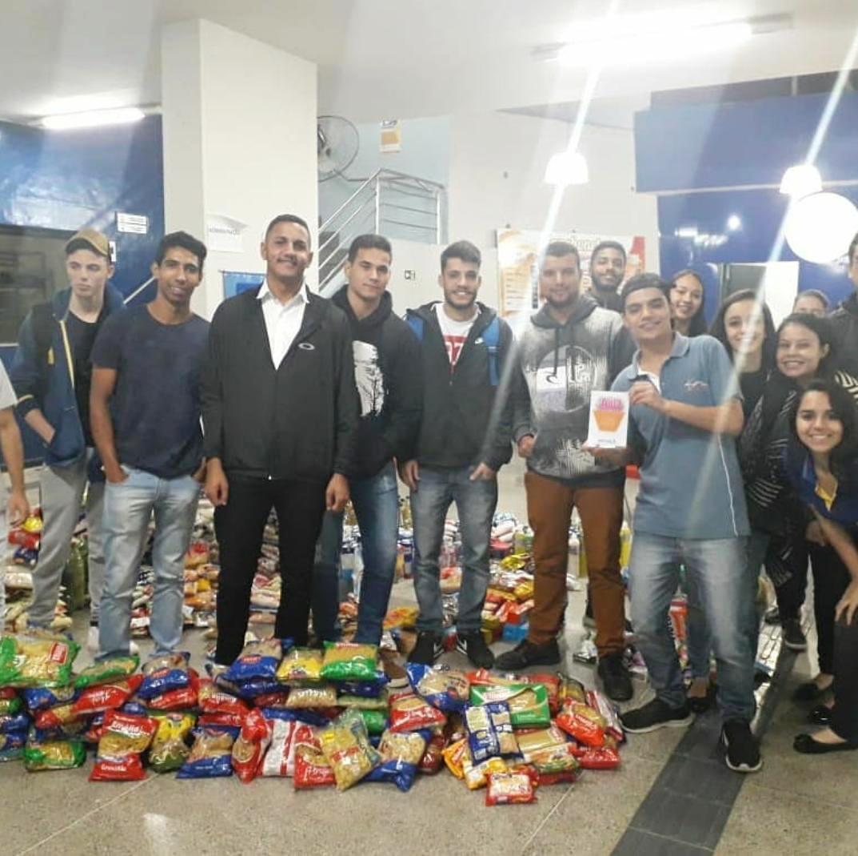 Faculdades Doctum de Caratinga arrecadam mais de dois mil itens em trote solidário
