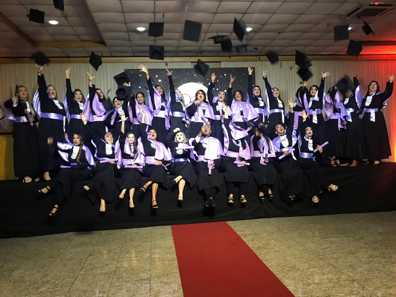 Formandos da Doctum de Serra, Vila Velha e Vitória colam grau no ES